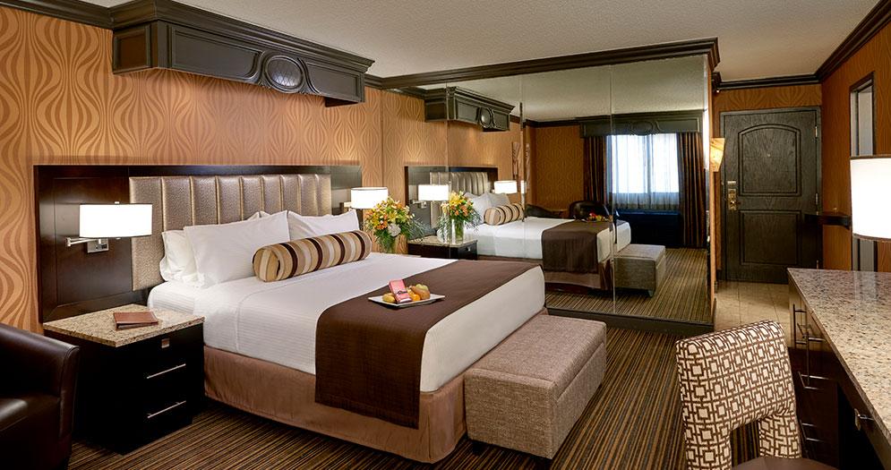 one bedroom parlor suite golden nugget las vegas. Black Bedroom Furniture Sets. Home Design Ideas