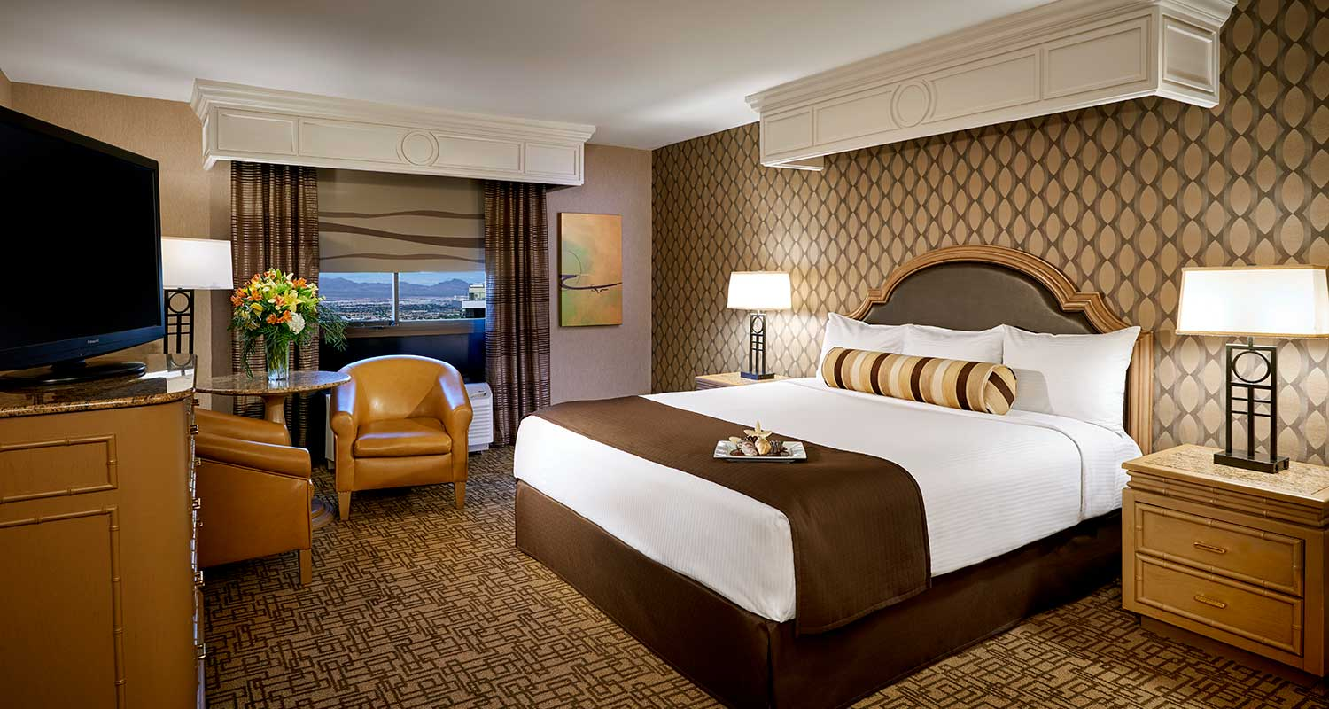 Carson Tower Premium King Room - Golden Nugget Las Vegas
